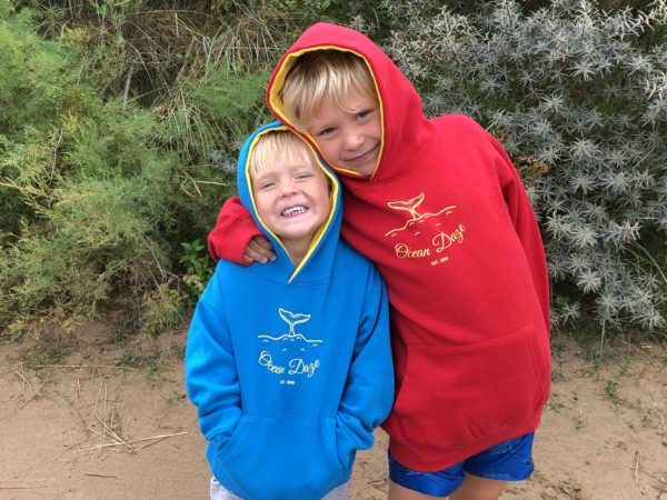 Kids contrast hoodie whale tail design